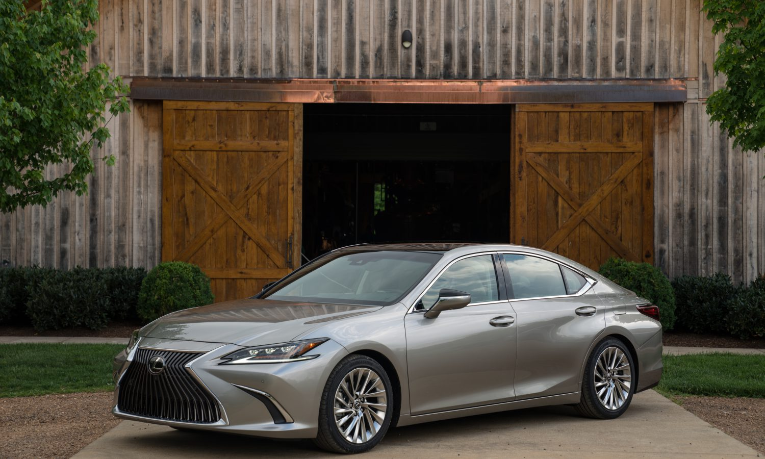 A New Level of Performance and Sophistication – The Next Generation Lexus ES